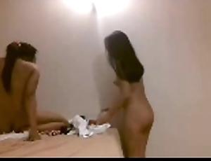Indonesian girls titillating dancer 25-september-2014