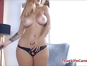 Chubby pain in the neck latina making out a dildo