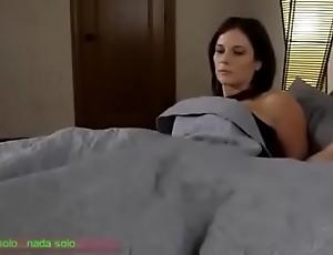 Compartiendo flu cama go over madrasta (sub español)
