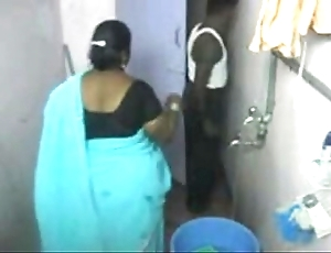 1.aunty bath closely guarded cam 1 బౚండాం ఆంà°ÿà±€ స్నానం