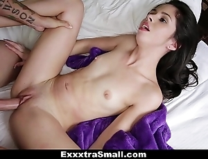 Exxxtrasmall - close-mouthed taylor attenuate fucks the brush stepbrother!