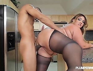 Beamy boodle latina bbw wears stocking with the addition of fucks around pantry
