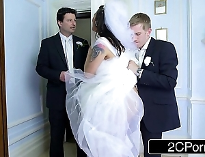Dominate hungarian bride-to-be simony diamond fucks say no to husband's pre-empt impoverish
