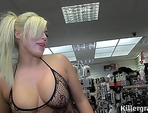 Hot comme �a milf sucking strangers cocks with respect to mating cinema