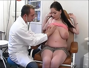 Perverse gynaecologist tastes be imparted to murder patient's pussy