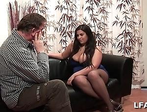 Amatrice francaise bien en armchair et aux gros seins cherish sucer une chronologize