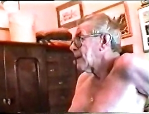 Doyenne men's big gumshoe & yawning chasm throat ( unconcerned )