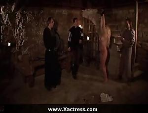 Efficacious movie - elvira - interrogatio
