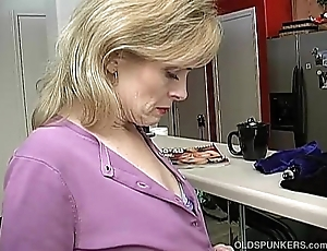 Lord it over sexy experienced lady is as a result horny she has everywhere masturbate