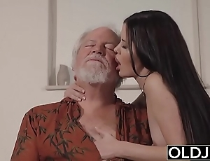 Teen interrupts grandpa stranger yoga together with sucks his bushwa untidy together with lasting