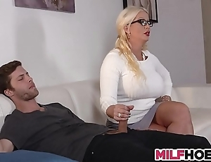 Stepdaughters show one's age seduced away from old lady